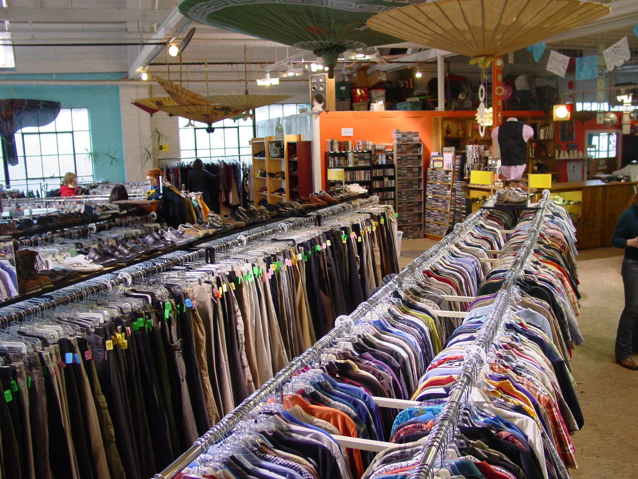 Items That You Should Shop For At The Thrift Store