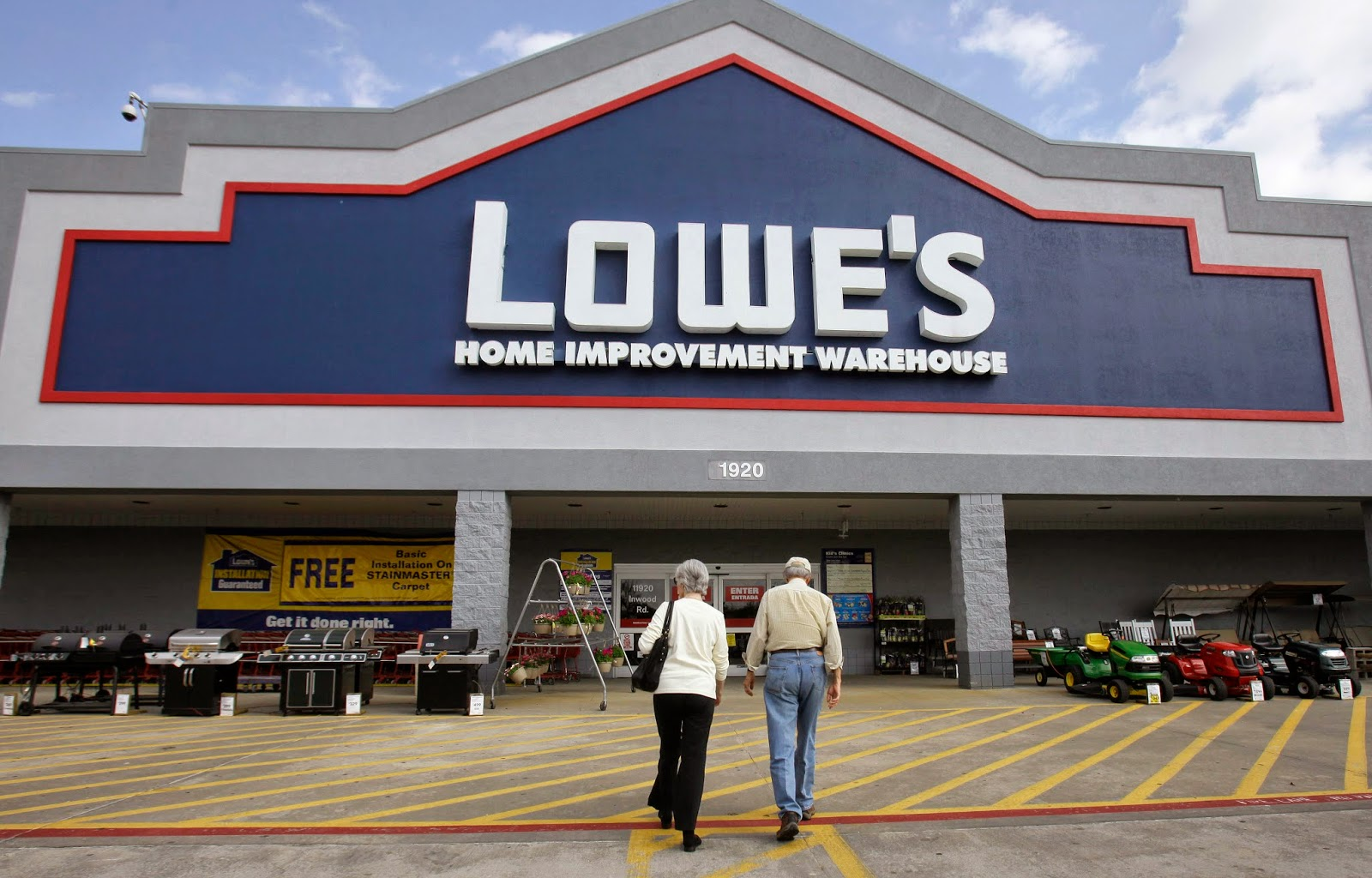 Lowes Foods is a unique chain of supermarkets based in Winston Salem, North Carolina.